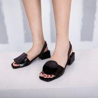 zapato de roma tamaño 34 al por mayor-Tallas grandes 34-43 Nuevo Verano Otoño Tacones Cuadrados Sandalias de Mujer para Mujer Blanco y Negro Punta Abierta Rome Beach Shoes Moda Sandalias Casuales 2019