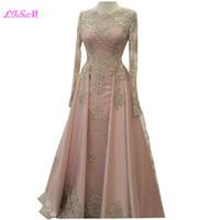 robes de soirée en or achat en gros de-Élégantes robes de bal longues en dentelle dorées appliques avec une encolure en cristal et une robe de soirée à manches longues en cristal perlé Blush Pink Tulle