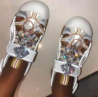 zapatos planos de estilo europeo al por mayor-Nuevo estilo clásico europeo de lujo para mujer Sandalias Zapatillas de suela plana Zapatillas de moda Taladro de agua malla decorativa empalme de cuero material
