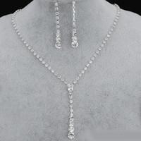 gelin takıları toptan satış-2019 Bling Kristal Gelin Takı Seti gümüş kaplama kolye elmas küpe gelin Nedime kadınlar için Düğün takı setleri Aksesuarları