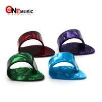 púas plásticas al por mayor-Gran Concha Pulgar Selecciones Pulverizadores de plástico de celuloide plectrums guitarra acústica MU0749