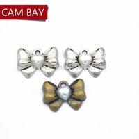 pajarita de bronce al por mayor-30 unids Antique Silver Bronze Color Charms Metal corazón perla Bow Tie Charm colgante collar de joyería hecho a mano 18 * 13 mm N145