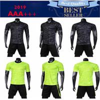 ingrosso stampa uniforme logo-2019 Pullover da calcio Set Survêtement Kit da calcio Tuta da allenamento Uniformi Pantaloncini T-Shirt Stampa personalizzata Nome Logo