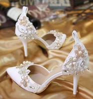 zapatos de encaje champagne para boda al por mayor-Zapatos de la boda del dedo del pie en punta de verano sandalias de correas del tobillo señora gatito talón bombean los zapatos de los zapatos del partido de cristal perlas banquete de la boda