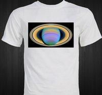 imágenes de camisas de color claro al por mayor-Anillos de Saturno en luz ultravioleta - Astronomía - imagen del espacio de la ciencia Camisetas de marca Jeans Imprimir
