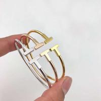 gold armbänder für bräute großhandel-Haben briefmarken Beliebte modemarke T designer Armbänder für dame Design Frauen Party Hochzeit Liebhaber geschenk Luxus Schmuck Mit für Braut.