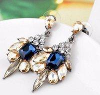 pendientes de diamantes de imitación de colores al por mayor-Pendientes de botón Bellamente Joyería de moda Pendientes de arco de diamantes de imitación coloridos exquisitos Declaración de regalo bastante bonita Pendientes de cristal de Bohemia