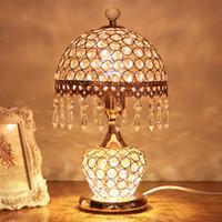 lámpara de mesa de noche de batería led al por mayor-European crystal desk lamp bedroom bedside lamp creative warm wedding living room luxury modern simple American desk lamp