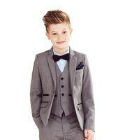 trajes de fiesta para niños al por mayor-Tres chaquetas formales de la boda piezas Niños con muesca de la boda Juego de la solapa de Little Boy Niños / Prom de los trajes de boda esmoquin (chaqueta + pantalones + chaleco)