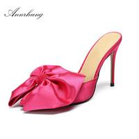 sapatos rosa doce venda por atacado-Doce Grande Borboleta-nó Rosa Chinelos De Cetim Mulheres Sexy Dedo Apontado 10 cm Fino Sapatos de Salto Alto Passarela Stiletto Mulas Para As Mulheres
