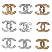 kristall topas blumenbrosche großhandel-Mode Kristall Broschen Brief Marke Designer Broschen Pins Luxus Qualität Brosche Frauen Schmuck Geschenk Heißer Verkauf
