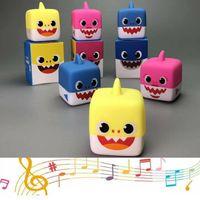 bebek müzikli hayvan toptan satış-Kare Köpekbalığı Şarkı Müzik Hoparlör Oyuncak Karikatür Hayvan Yumuşak Plastik Bebek Bebek Çocuk Hediye Komik Müzikal hoparlör Oyuncaklar