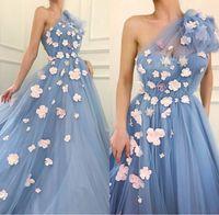 flor pétala uma ombro vestido venda por atacado-Extravagantes pétalas 3D florais vestidos de casamento azuis do bebê 2020 Design Primavera de um ombro Romantic Flowers Tulle A Linha de vestidos de noiva Personalizar