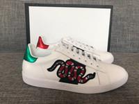 ingrosso strisce verdi rosse-Luxury Snake Designer Uomo Donna Casual Scarpe Sneakers basse in pelle piatta Ace Bee Stripes Scarpe da passeggio Sneaker sportive Green Red Stripes