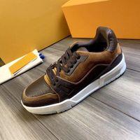 zapatos casuales de flores al por mayor-Tops marrón Formadores Flores Designers Zapatos 2020 Nuevo Popular cuero auténtico Chaussures Negro diseñador ocasional de lujo al por mayor de las zapatillas de deporte