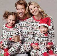 семейный набор подходящего снаряжения оптовых-Новейшие рождественские пижамы Family Look Печатные комплекты рождественской елки Домашние наряды Пижамы Семейные комплекты одежды Соответствующие наряды