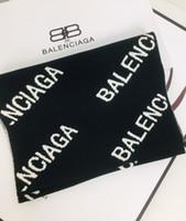 bufanda de lana negra al por mayor-Clásico de la manera bufanda de productos de las mujeres los hombres de lujo y 100% de punto de lana bufanda blanca y suave textura versátil negro liso suave 180 * 30cm
