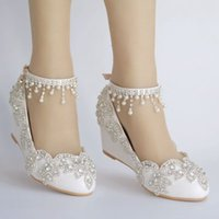 gelinler beyaz pompa düğün ayakkabısı toptan satış-Lüks kristal 5 cm takozlar topuk bayan düğün ayakkabı gelin ayak bileği sapanlar bayanlar gelin beyaz kama topuklu parti ...