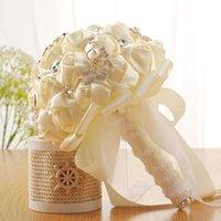ingrosso rose di fiori di nozze artificiali di seta-Artificiale Satin Roses Wedding Bridal Bouquet Strass Sposa Fiori Bouquet da sposa Nastro di seta beige Buque De Noiva