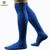 schwarze grüne fußballsocke großhandel-Athletic Men Socks Baumwolle Hohe Fußballsocken Weiß Sportswear Man Sock Schwarz Grün Mix Farben 6 Stück = 3Pairs = 1 Los