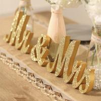 ehe requisiten großhandel-Wedding Table Mittelstück-Dekoration Goldene Glitter Herr Frau Wooden Letter Hochzeit, Ehe Photo Booth Prop Party Favors