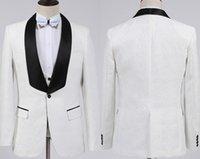 botones de chaleco de moda al por mayor-Nueva moda novio blanco esmoquin padrinos de boda un botón chal cuello mejor hombre traje boda hombres trajes de chaqueta (chaqueta + pantalones + chaleco + pajarita)
