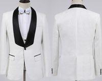 beyaz düğün cırcırları toptan satış-Yeni Moda Beyaz Damat Smokin Groomsmen Bir Düğme Şal Yaka Best Man Suit Düğün erkek Blazer Takımları (Ceket + Pantolon + Yelek + Papyon)