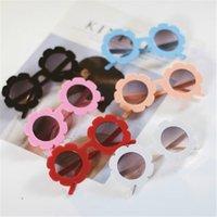 vasos de flores para niños al por mayor-Gafas de sol para niños con flores lindas del color caramelo niños niñas niños Gafas de sol gafas de sol de moda de verano Gafas de sol Juguete de playa