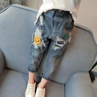 niños jeans niñas años al por mayor-Primavera 2019 Baby Girl Ripped Jeans Pantalones para niños Jeans sueltos Niños Niñas Hoyo Ropa para niñas pequeñas 2-7 años