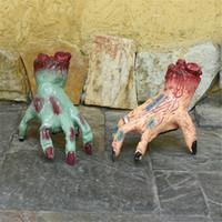 blutige hände groihandel-Halloween-Dekorationen Krabbeln Monster Hand Gehen Gefälschte Hand Blutige Hand Haunted House Bar Horror Props Party Supplies JK1909