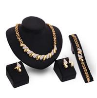 kc schmuck großhandel-Europäische und amerikanische Legierung plattiert Kc Gold Diamant Set Armband Halskette Ring Legierung vierteilige Schmuck-Set
