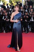 ingrosso elegante abito rosso tappeto più il formato-Elegante blu navy sirena madre della sposa abiti da sposo nel 2019 Cannes Film Festival One spalla plus size red carpet abiti da ballo vestidos