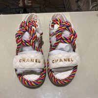sandales plates en paille achat en gros de-Stylistes de luxe pour femmes pantoufles sandales de mode de mode antidérapantes été sandales mi-pailles drag de plage chaussures causales avec boîte