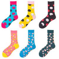 gülümseyen çoraplar toptan satış-erkekler için moda gülümseme yüz çorap ünlü marka muz baskı pamuk çorap moda karikatür gündelik spor çorap EUR 39-46 6 renk 10 çift / lot