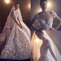elie saab boncuklu dantel elbisesi toptan satış-Elie Saab 2020 Büyüleyici Gelinlik Jewel Boyun Dantel 3D Çiçek Aplike Boncuklu Bir Çizgi Sahil Gelinlik Kısa Kollu Vestidos De Novia