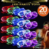 óculos de sol brilhantes venda por atacado-20 pacote de óculos de LED 5 cor de luz até obturadores de plástico shades óculos shades óculos de sol para adultos crianças brilham no escuro partido favores