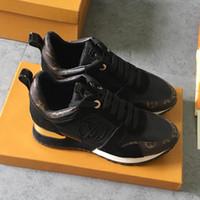 gemischte schuhe boots groihandel-Frauen Schuhe Sport Run Away Trainer Sneakers Gemischte Farben Wildleder Kalbsleder Metall Laufschuhe Frau Wohnungen Stiefel M # 08 Zapatos de mujer
