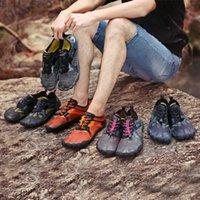 zapatos de goma transpirable para hombre al por mayor-Aqua Shoes for Men Mujeres Verano Natación Zapatos para el agua Agujero del desagüe Suela de goma Antideslizante en Surf Transpirable Playa Hombre Vadeando Zapatos