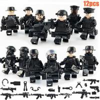 jeu de ville de jouet achat en gros de-Les équipes militaires SWAT ont placé des kits de modèle d'arme de police de ville jouets pour des enfants JY1620