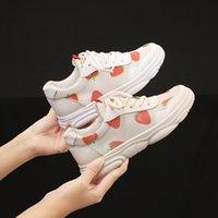 frauen stilvolle schnürschuhe großhandel-Neue Frauen Flache Schuhe Lace-up Sneakers Plattform Atmungsaktive Erwachsene Weibliche Tenis Schuhe mit Erdbeerdruck Stilvolles Weißes Licht