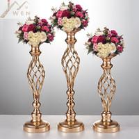 ingrosso giorno pilastro-10 vasi di fiori d'oro, portacandele, stand, decorazione di nozze, tavolo di piombo, centrotavola, pilastro, lampadario per la festa