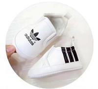 zapatos de niña primero caminante al por mayor-2019 NUEVOS zapatos para bebés para el verano recién nacido para bebés y niños pequeños zapatos Primeros andadores zapatos antideslizantes para bebés