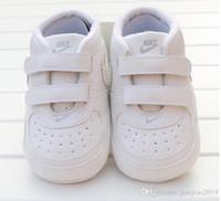 sapatas infantis do patim venda por atacado-Bebê recém-nascido Menina Menino Sola Macia Sapatos Criança Anti-skid Sneaker Sapato Casual Prewalker Infantil Clássico Primeiro Walker Novos Sapatos Da Criança Do Bebê Novo