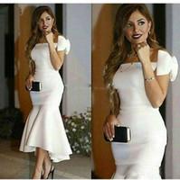 anne gelin kıyafeti toptan satış-2019 Zarif Yay Sapanlar Robe Kokteyl Elbiseleri Kapalı Omuz Tekne Boyun Çizgisi anne Gelin Kısa Elbiseler Kıyafetler Beyaz Parti Elbise