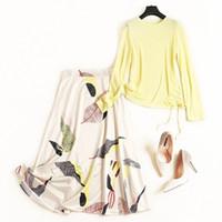 faldas amarillas estampados moda al por mayor-Nuevo 2019 Otoño Moda Slim Tops amarillos Suéter de punto Jerseys acanalados + Hojas Trajes de falda con estampado Faldas de una línea Conjuntos de 2 piezas