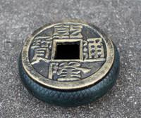 charutos chineses venda por atacado-2 Rodada Cinzeiro De Ferro Fundido Cinzeiro Antigo Metal Chinês Antigo Moedas Forma Charuto Cigar Receptor de Cinza Titular com Tampa Da Tabela Do Vintage Decoração