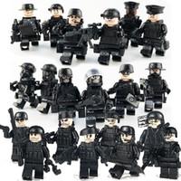 spielzeug waffen waffen großhandel-20 teile / satz Military Special Forces Soldaten Ziegel Figuren Waffen Waffen Bewaffnete Swat Bausteine Ww2 Spielzeug MX190730