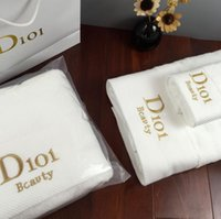 ingrosso asciugamani gialli chiari-La migliore vendita di asciugamani da bagno di marca ricamato marca asciugamano quadrato telo mare e telo da bagno 3 pezzi 1 set tessuto di cotone morbido confortevole.