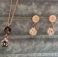 kadınlar için pırlanta kolye toptan satış-Yeni 2019 Deluxe Marka Tasarımcısı elmas kolye Küpe çift Mektubu Takı setleri 18 k altın gümüş gül altın Kadınlar Düğün Ücretsiz Nakliye