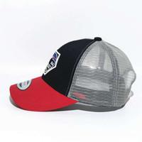 ingrosso berretti da baseball rossi m-Designer Baseball Caps Cappello Trucker Marca Con Snapbacks e ricamo per adulti delle donne degli uomini / protezioni registrabili curvo baseball / visiera di Sun